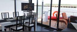 Wellenreiter - Die schwimmenden Ferienhäuser